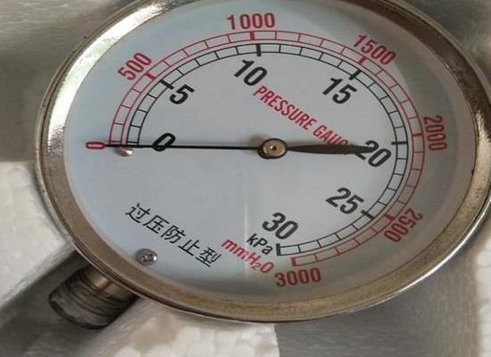 台湾鸿凯工业用不锈钢30KPA气体压力表螺纹连接