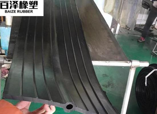中埋式CB型橡胶止水带是指中间有孔的中埋式止水带 支持定制