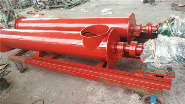 管砸在死神式螺旋输送机的使用材质-沧州重诺介绍