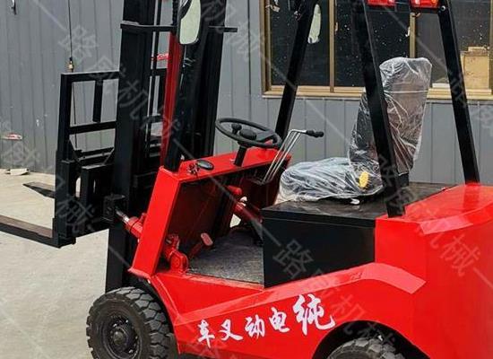 新款迷你型电动叉车 四轮座驾式电动叉车电动液压堆高车